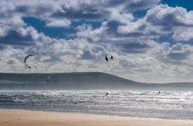 Kite Surfers, Cefn Sidan